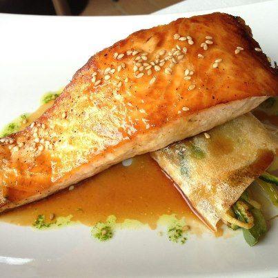 Salmon a la plancha con verduritas en salsa Teriyaky hotel restaurante can vila  gastronomia  comida mediterranea pescado fresco montseny