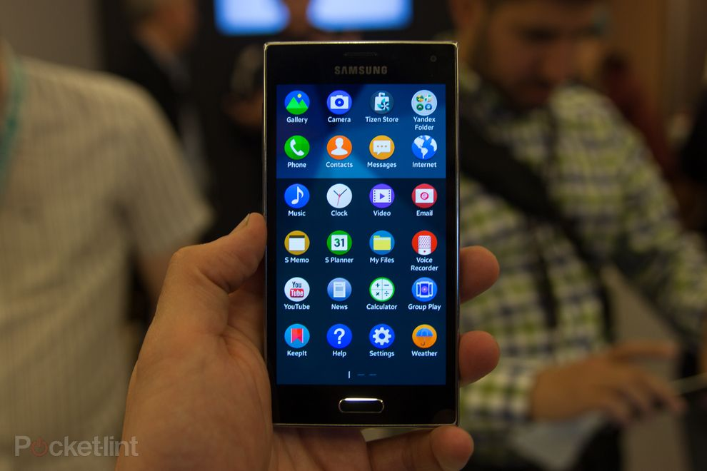 Trên tay Samsung Z: Smartphone đầu tiên chạy Tizen OS với thiết kế