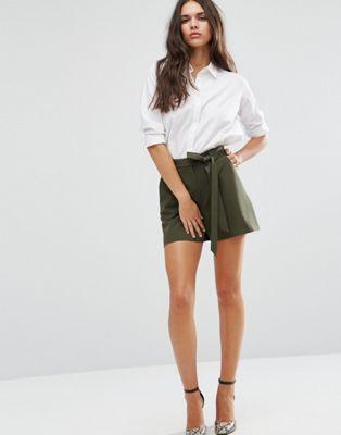 Short taille haute avec ceinture   spring summer outfit   Shorts ... ec4695279db