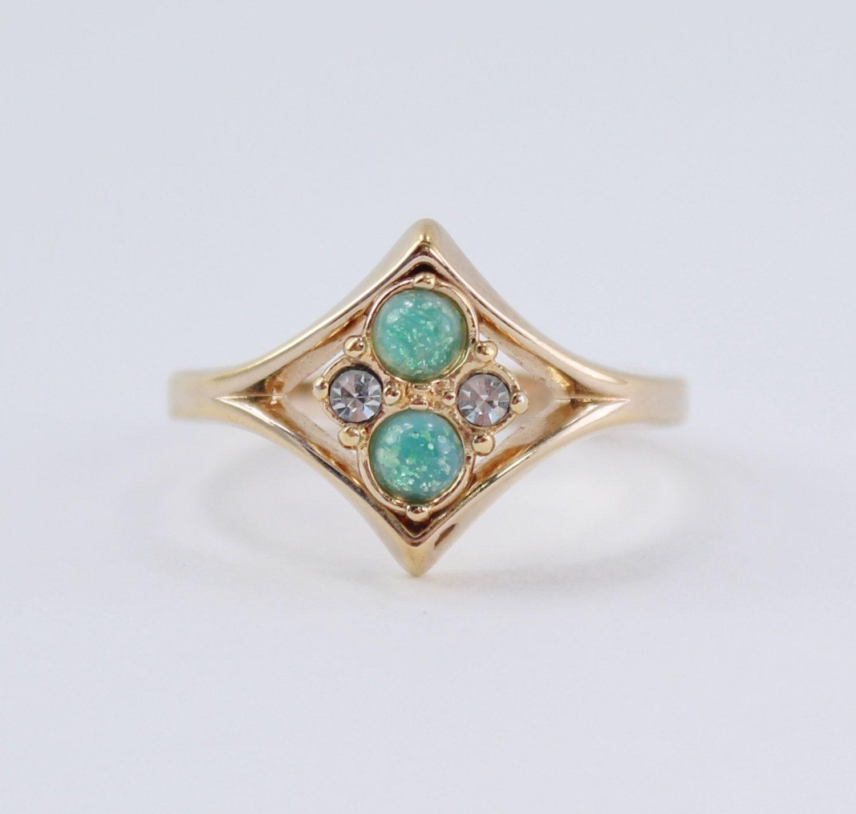 size 8.25 vintage ring faux diamond band ring Vintage Gold Tone Rhinestone Ring