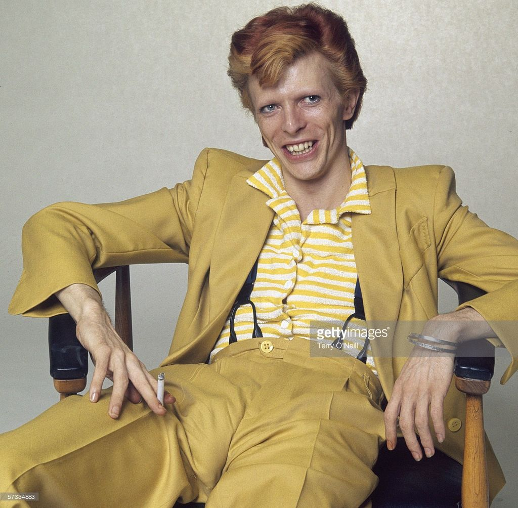 English Singer Musician And Actor David Bowie With Dyed Red Hair And A Mustard Yellow Suit Circa 1974 David Bowie Bowie David Bowie Poster