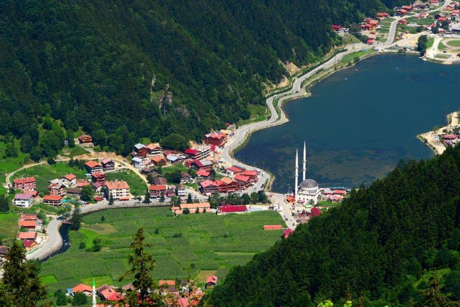 ت طل مدينة طرابزون على ساحل البحر الأسود وتوصف هذه المنطقة بأنها جن ة على الأرض بما حباها الله من مناظر ط Holiday Tours Culture Travel Places Around The World