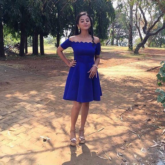 صور هيلي شاه تجمع بين البراءة والشقاوة بإطلالات مميزة Stylish Dress Designs Designer Saree Blouse Patterns Casual Frocks