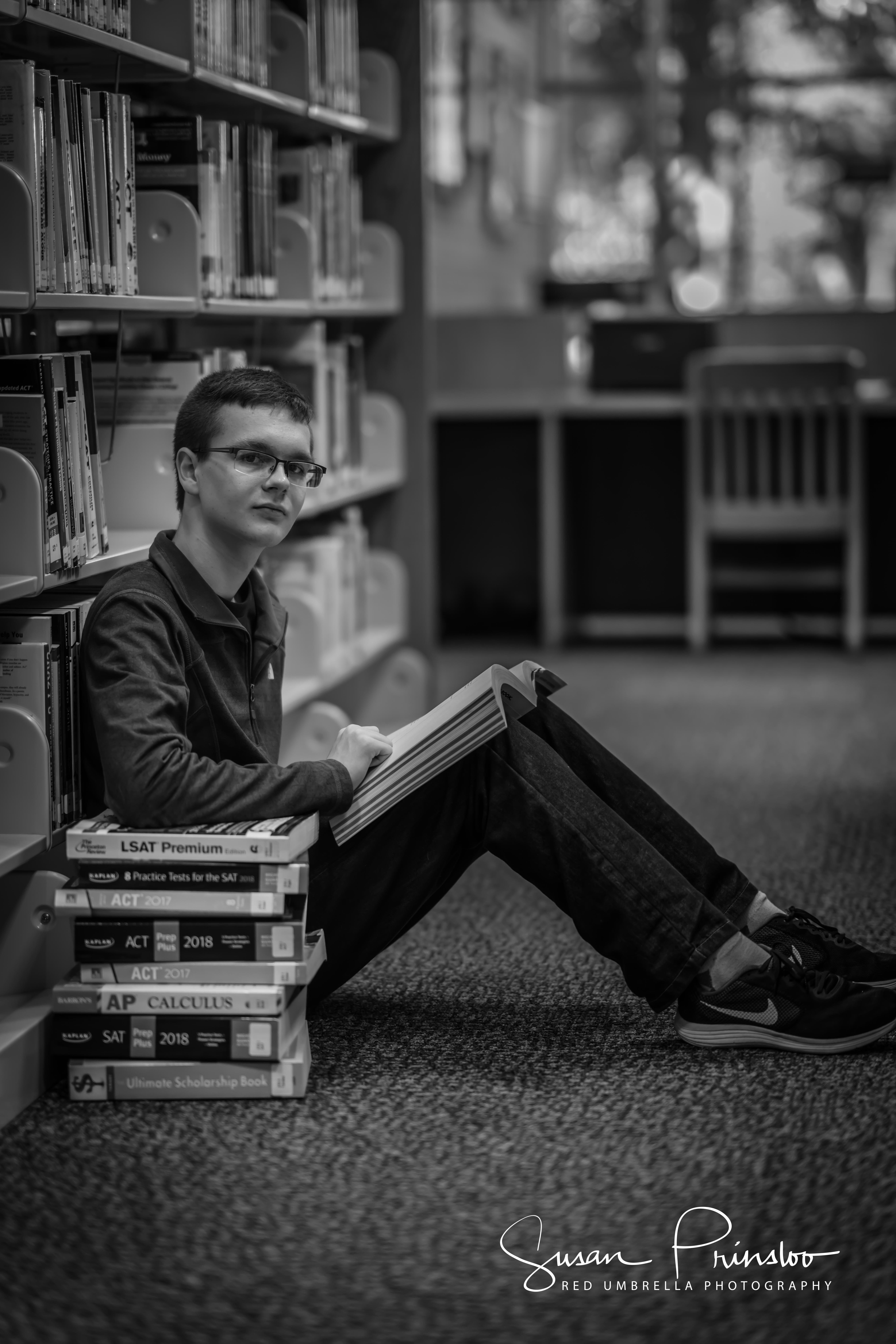 Senior Boy Library Books Portrait Senior Photoshoot Senior Boy Photography Senior Pictures Boys
