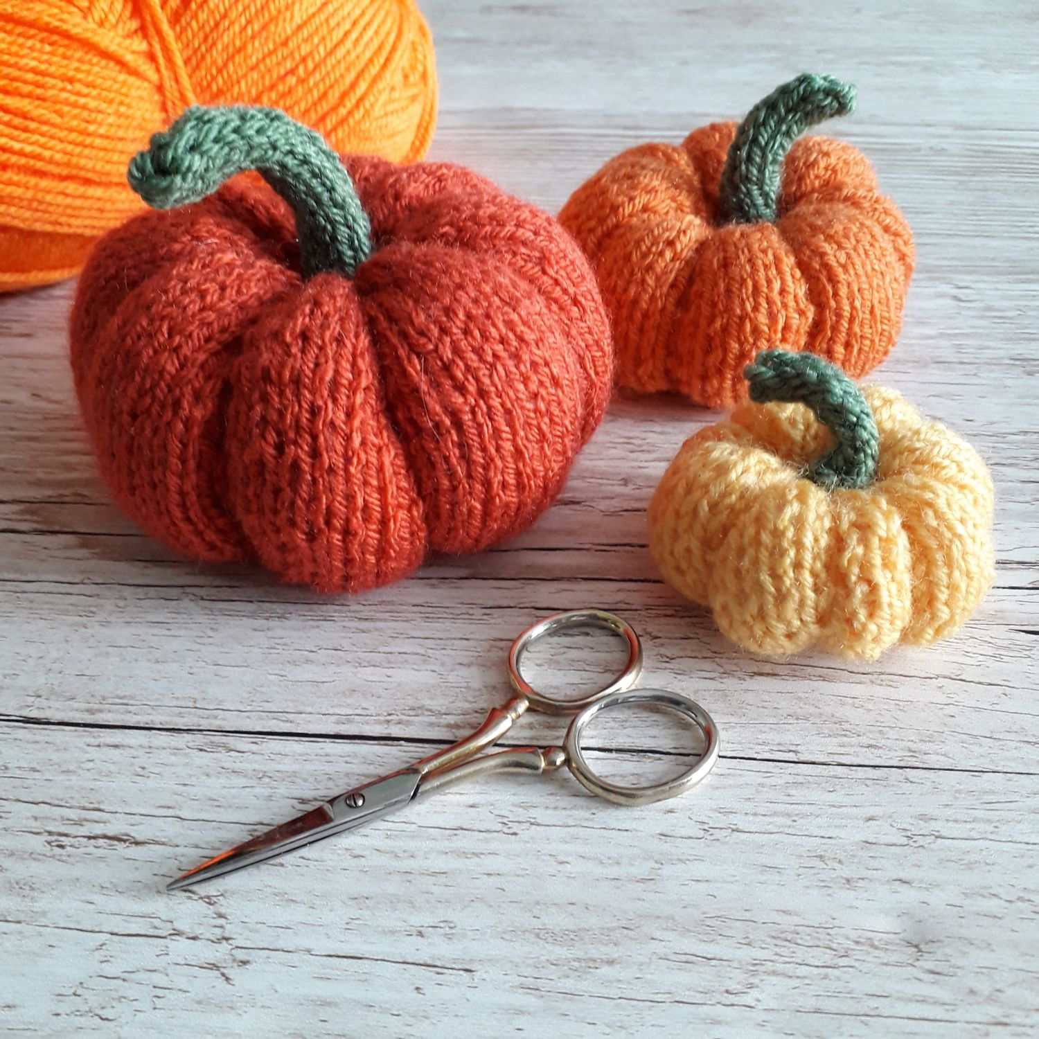 Easy Knitted Pumpkin Pattern | Easy knitting patterns ...