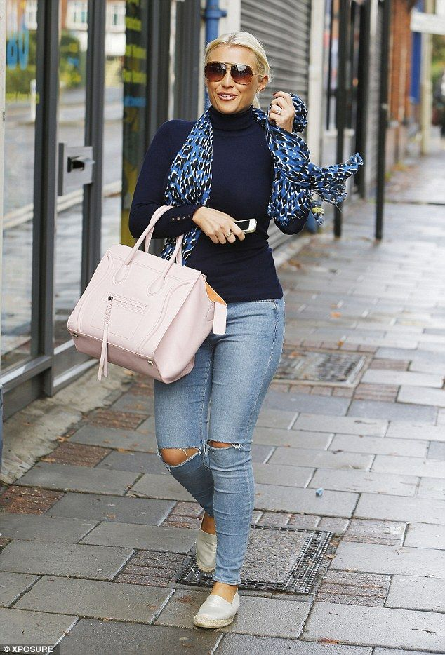 51289bdf817 Billie Faiers steps out in ripped denim jeans for low-key day in Essex   dailymail