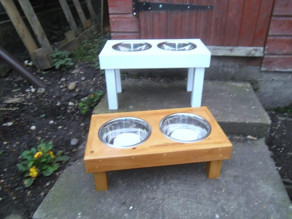 Raised Pallet Dog Food Bowl Stand