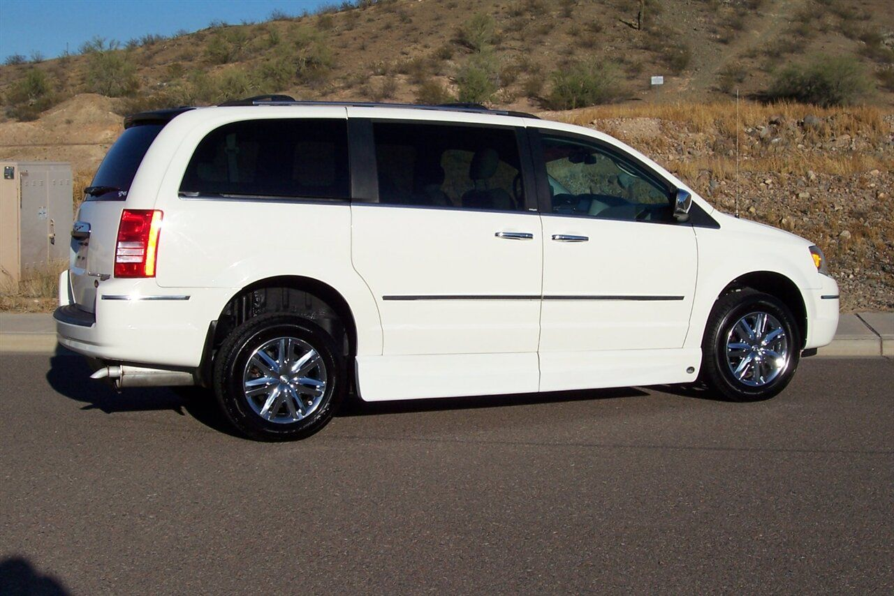 2010 Chrysler Town Country Limited Wheelchair Handicap Mobility