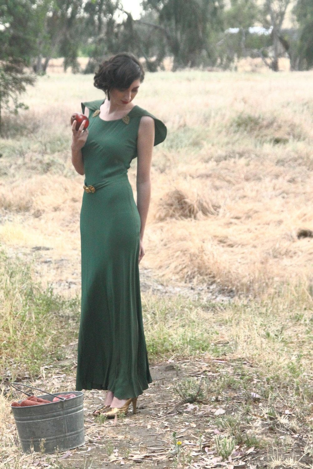Stunning 1930s Old Hollywood emerald green gown, bias cut, built in ...