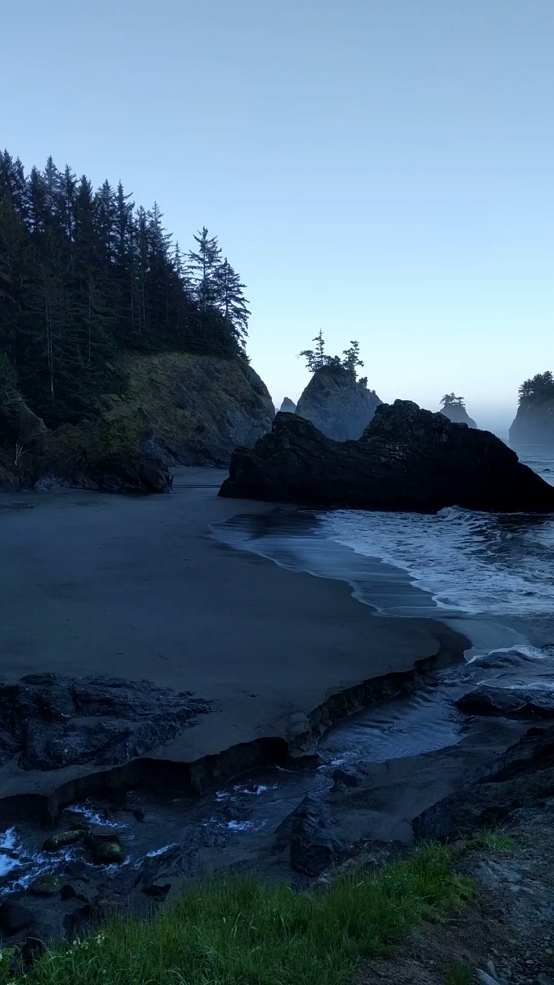 Black sand beach in Oregon - check out our guide for more info!