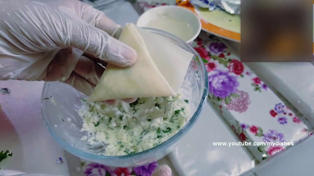 طريقة عمل سمبوسة الأجبان طريقة لف السمبوسة مثلثات Make Samosa Cheese How To Fold Samosa Youtube Food Dough Dairy