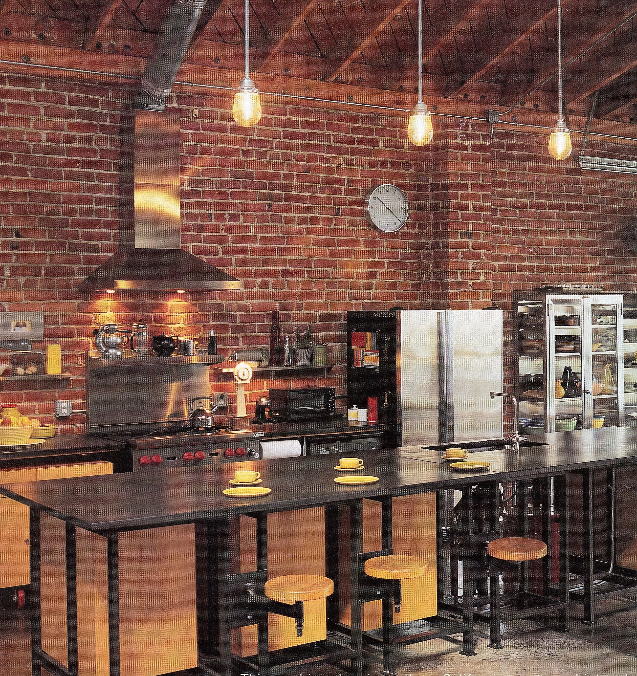 Cuisine Mur Brique Rouge Love The Industrial Style Of This Kitchen Gluttony Kitchen