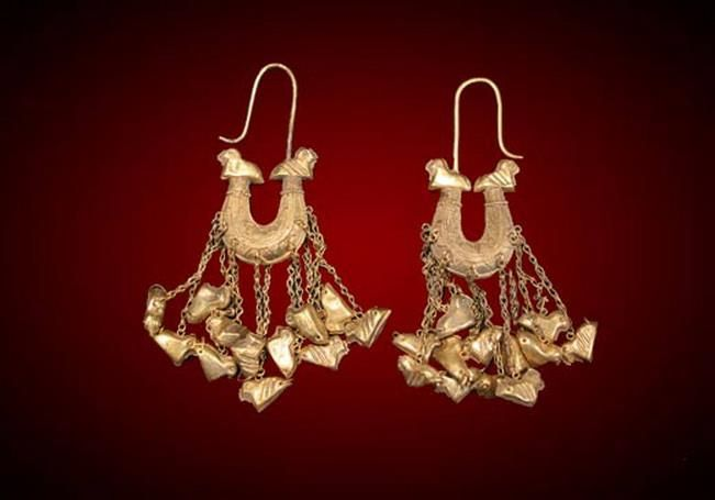 Boat shaped gold earrings from the famous Nimrud treasure- Mesopotamia 9th century BC