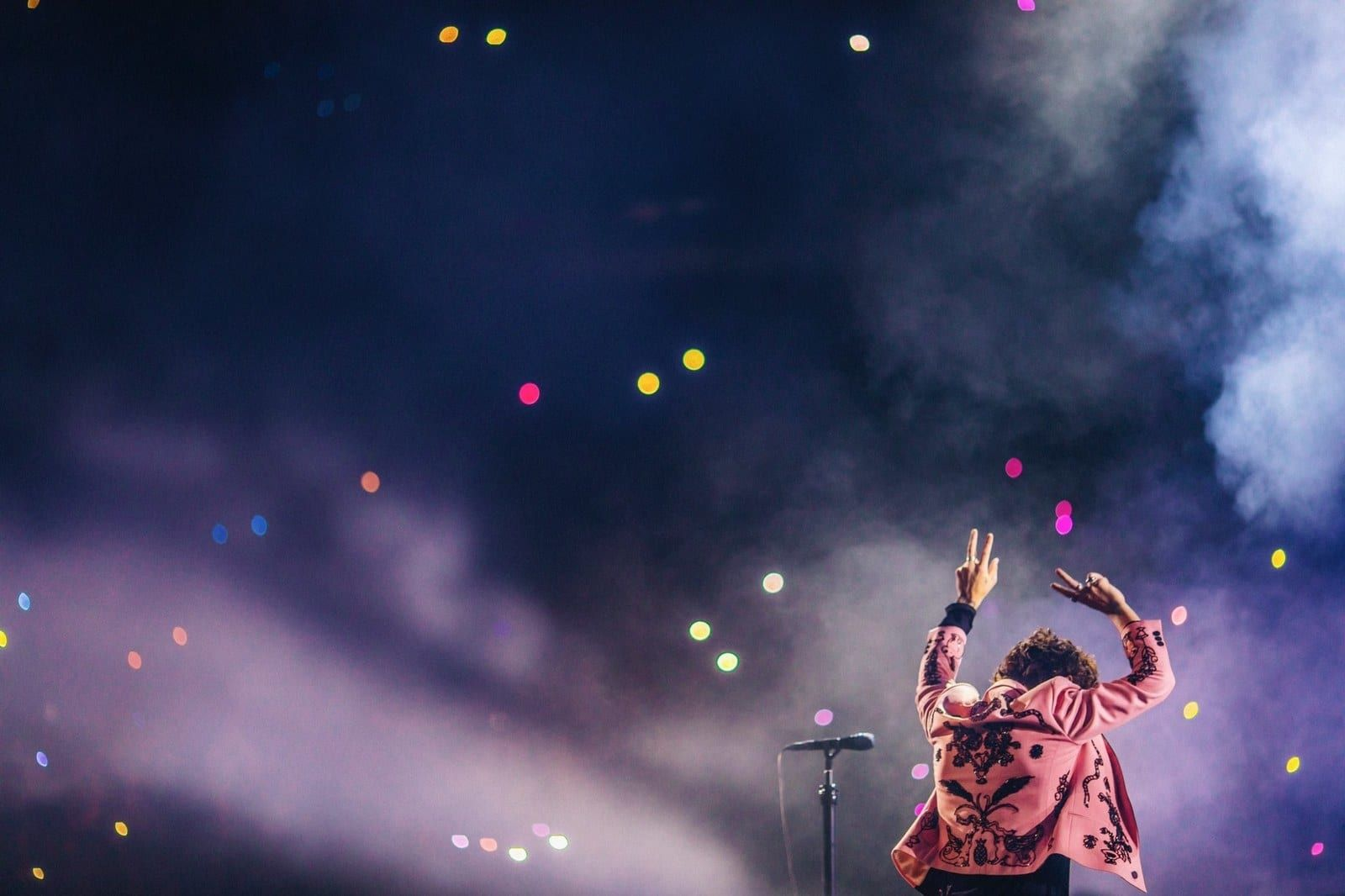 A Definitive Ranking Of Harry Styles 2018 Tour Suits In 2020 Harry Styles Wallpaper Harry Styles Photos Harry Styles Pictures