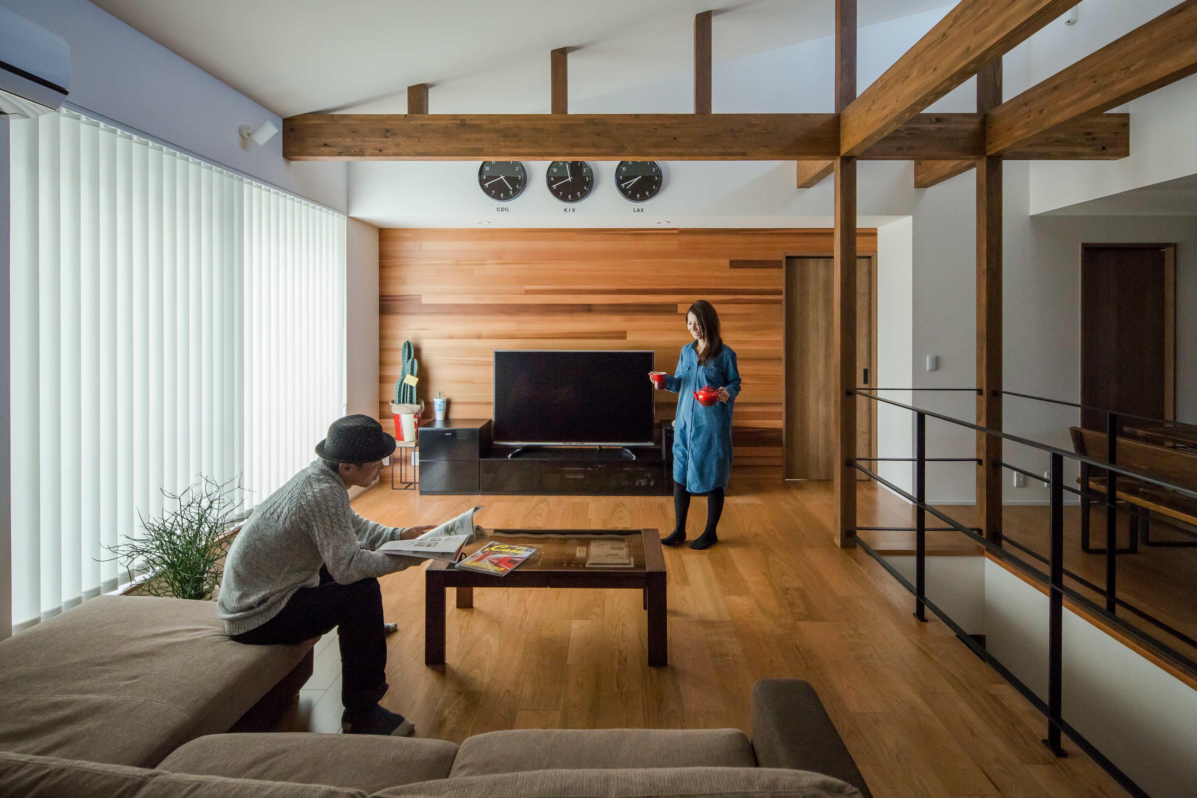 床 壁 梁 個性ある木の風合いがマッチしたリビング ルポハウス