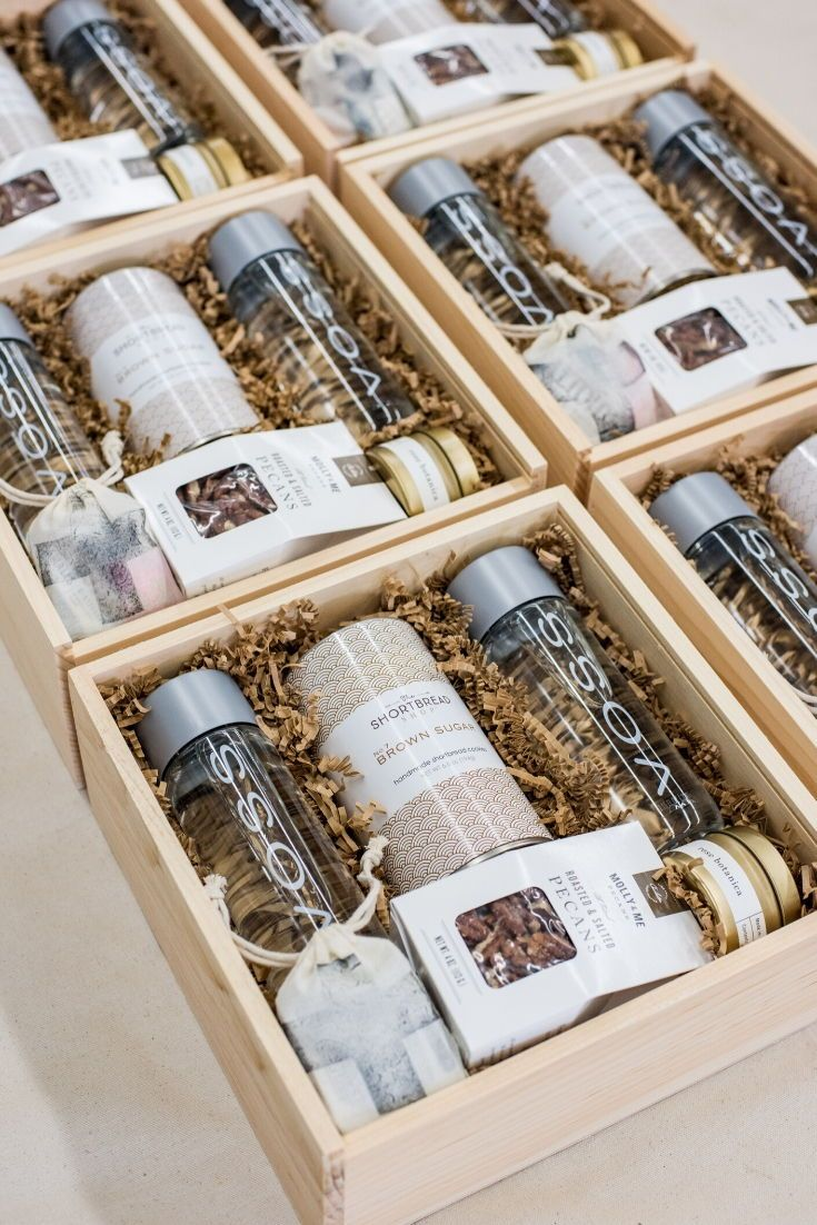 Beige and pink luxurious wooden gift boxes guests