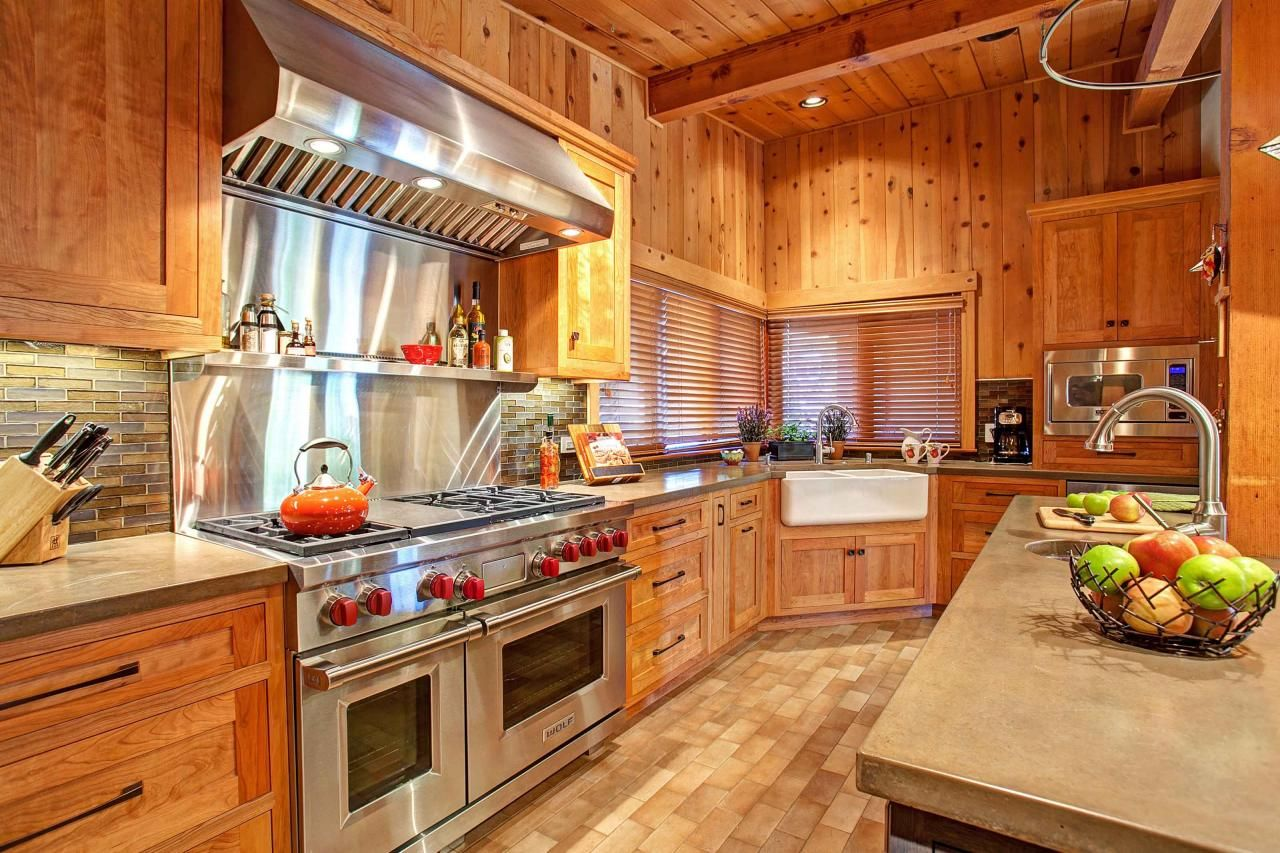 Captivating Cedar Kitchen With Stainless Steel Oven Kitchen Kitchen Inspirations Rustic Kitchen