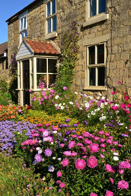 An English Country Garden English Country Gardens Country Gardening Cottage Garden