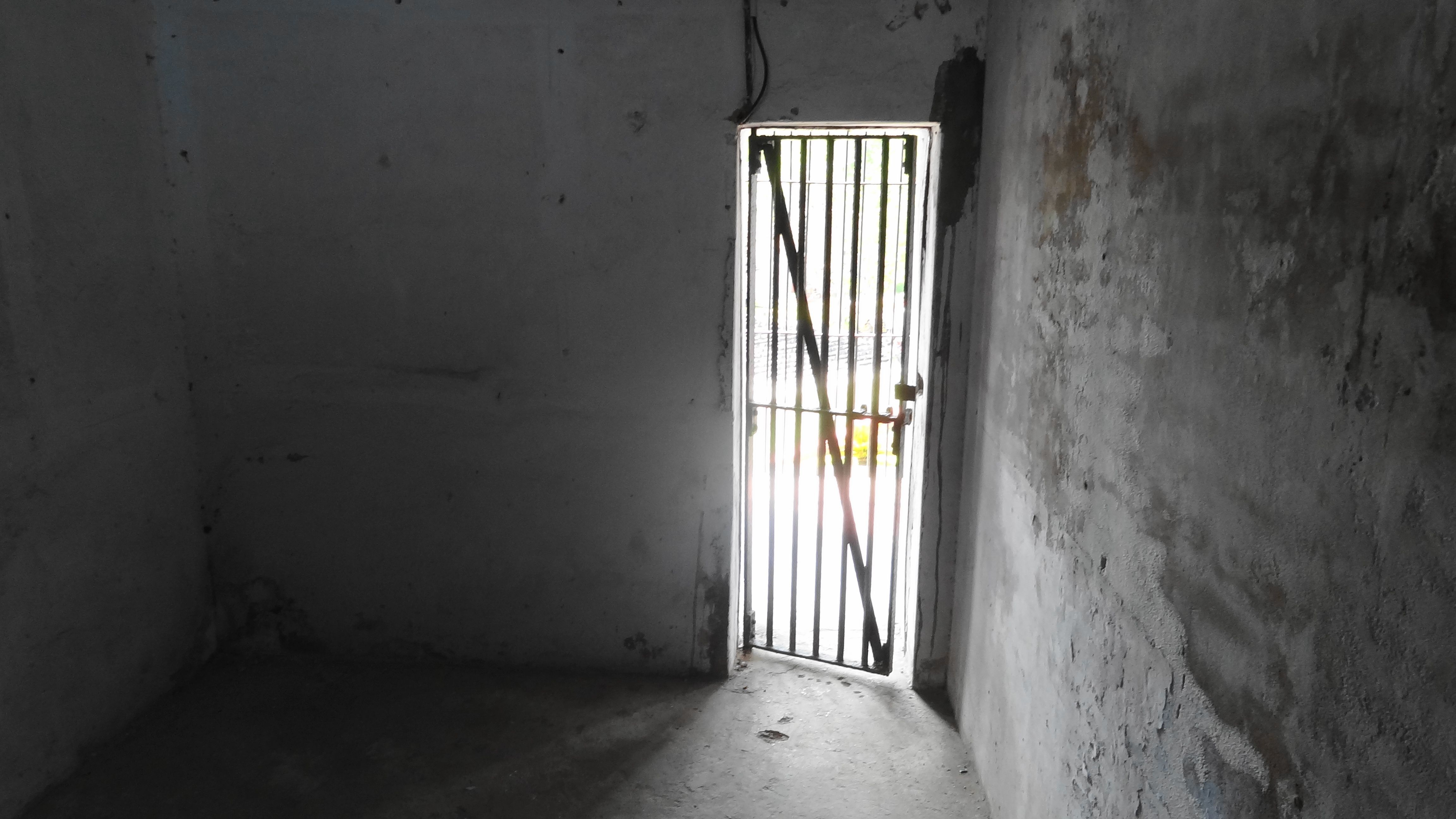 Obviously Keeping People In Out But Very Easy To See What S Beyond It False Sense Of Freedom Cellular Jail Jail Cell Prison