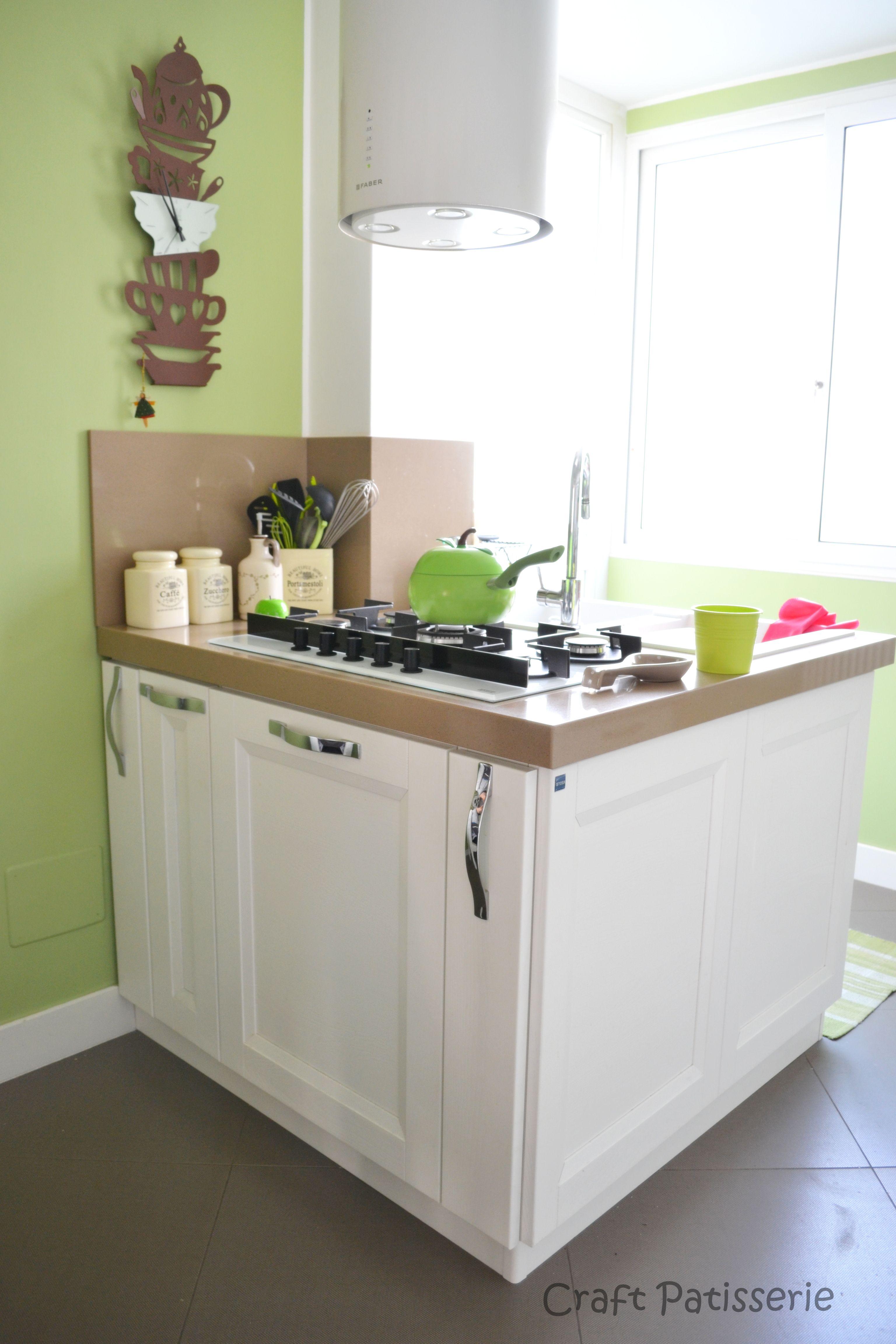 """Foto """"pinnata"""" dalla nostra lettrice Carla Covasce. kitchen solution,  white green http://craftpatisserie.wordpress.com/"""