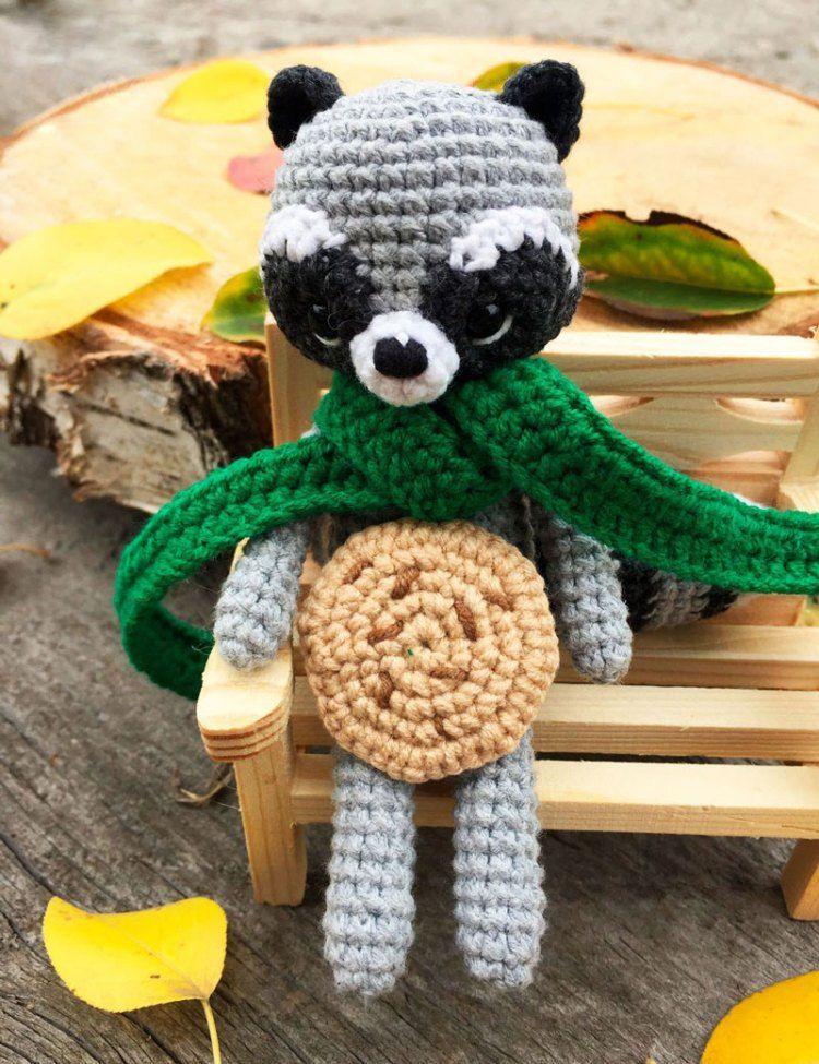 Cuddle Me Raccoon amigurumi pattern - Amigurumi Today | 975x750