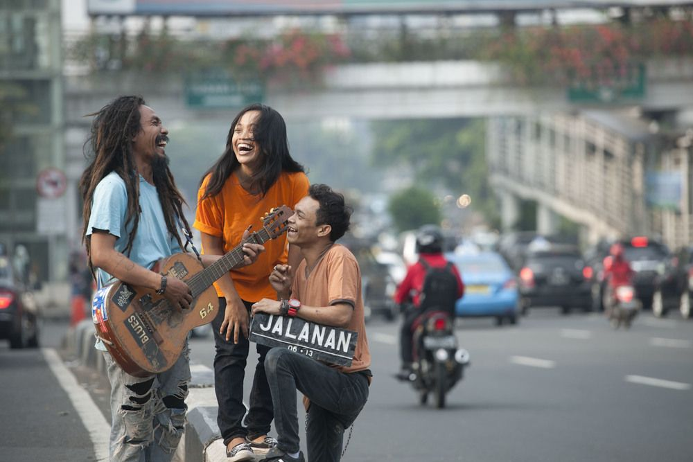 Jalana -  Documentry by Daniel Ziv Boni, Ho & Titi are three gifted, charismatic street musicians in Jakarta. JALANAN follows these young marginalized musicians and their never before seen sub-culture, while also painting a striking, moody and intimate portrait of Indonesia's frenzied capital city.