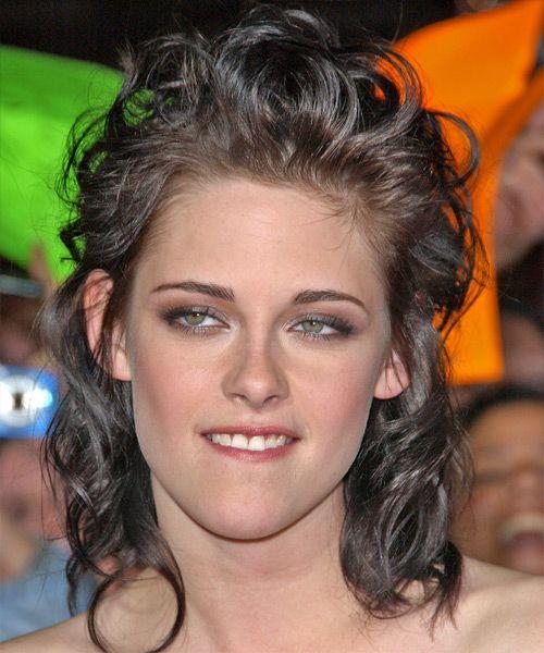 Shoulder length curls of Kristen Stewart