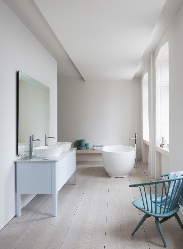 Duravit Luv Badmobel Wcs Und Mehr Im Danischen Design Duravit Stil Badezimmer Minimalistische Badgestaltung Badezimmer
