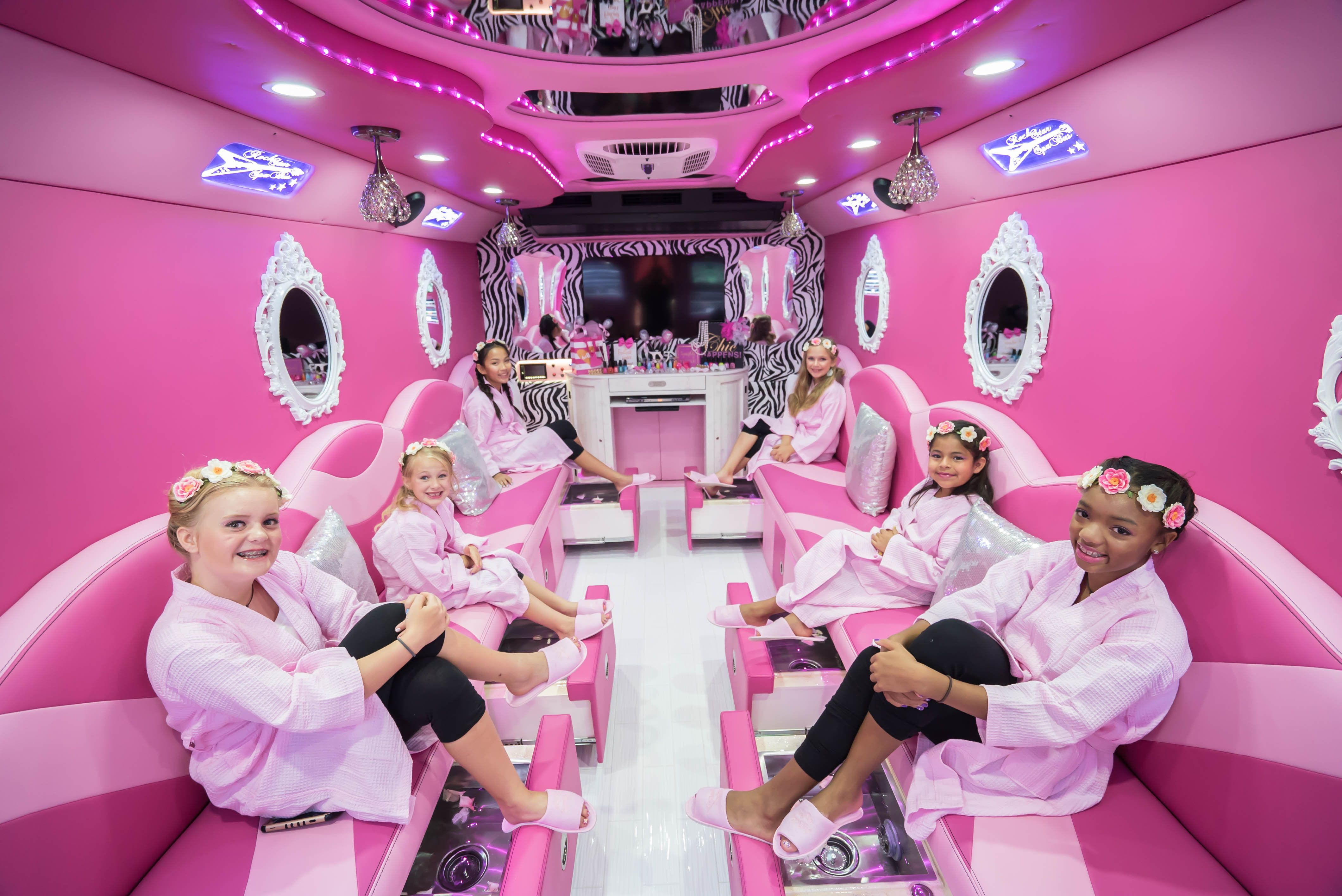 Girls spa parties bus in katy kids spa bus mobile for Bus mallemort salon