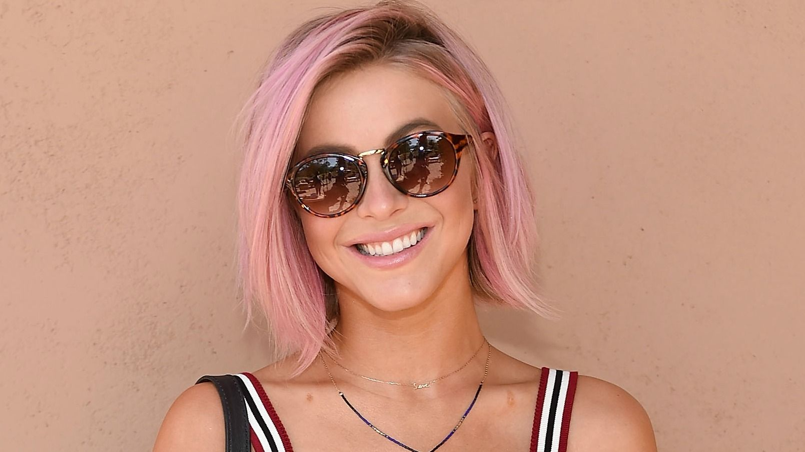 5 Hairstyles For Short Hair Erin Rose: How To Get Rose Gold Hair: The Do's, The Don'ts, And The