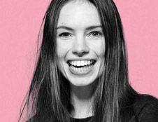 DIT IS Annewil Hokken. Model, student, blogger en tot over haar oren verliefd op Dave Mantel. Dat is Annewil Hokken. Deze spring in 't veld is het liefst constant op reis en ontdekt daar natuurlijk de meest romantische plekken.