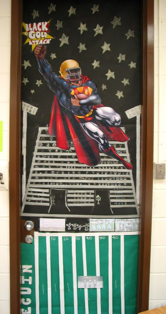 HOMECOMING 2010 Homecoming Door Decorating Contest Students Living In Troy