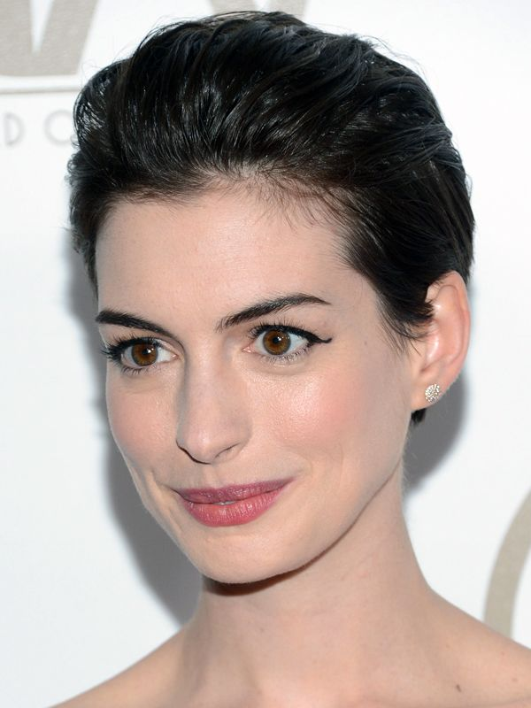 Look of the day: Anne Hathaway's slicked-back hair and flicky eyeliner http://beautyeditor.ca/2013/02/05/look-of-the-day-anne-hathaways-slicked-back-hair-and-flicky-eyeliner/