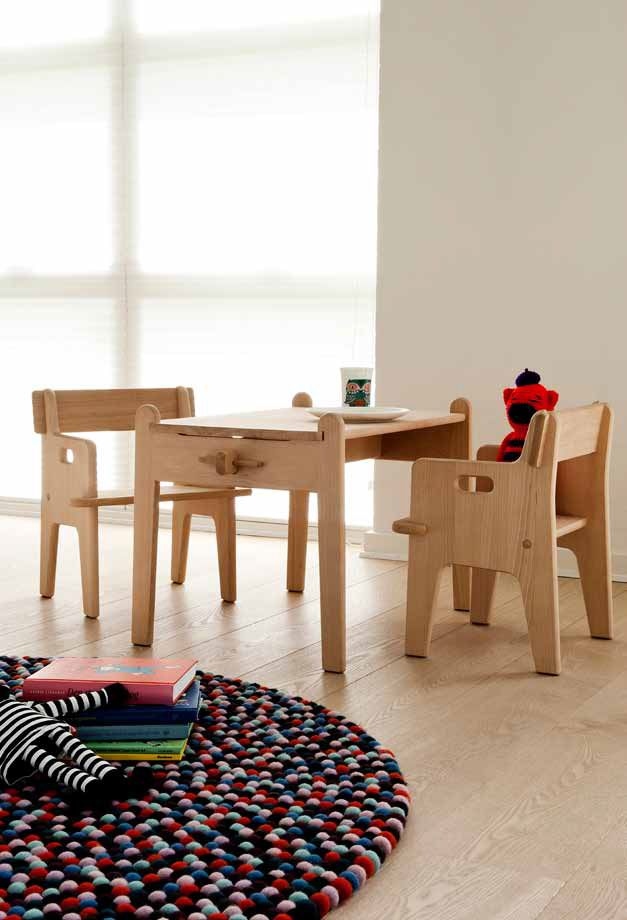 Wooden Children's Chair & Desk CH410 - CH411 by Carl Hansen & Søn | Design Hans J. Wegner