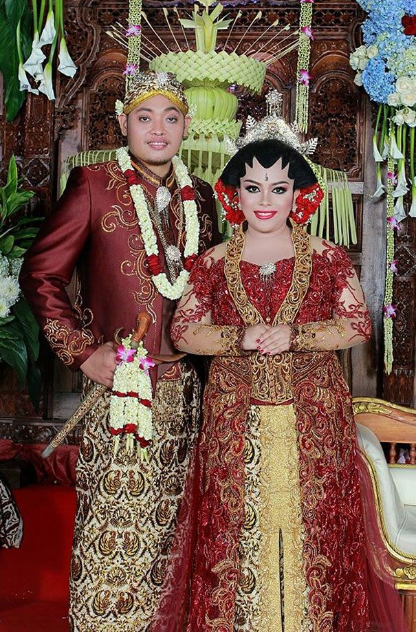 d15489617 Javanese Wedding Traditional Javanese wedding outfits generally include a…