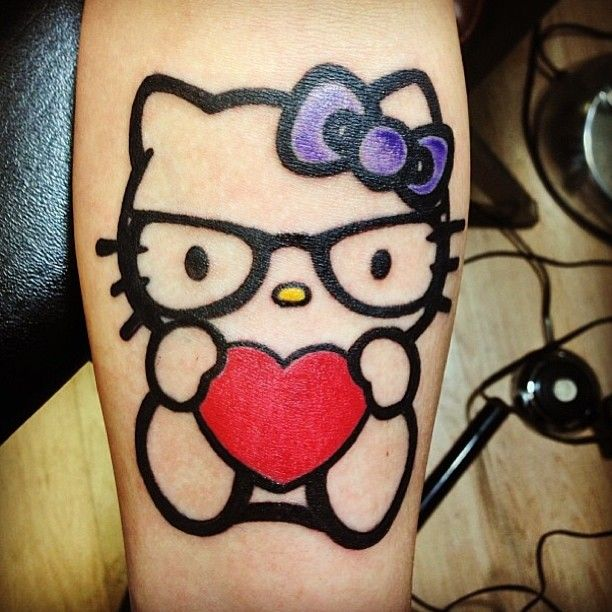 A List Of Hello Kitty Tattoo Designs Including This Hello Kitty Geek Tattoo Tattoos Hellokitty Hellokittytatto Hello Kitty Tattoos Geek Tattoo Cat Tattoo