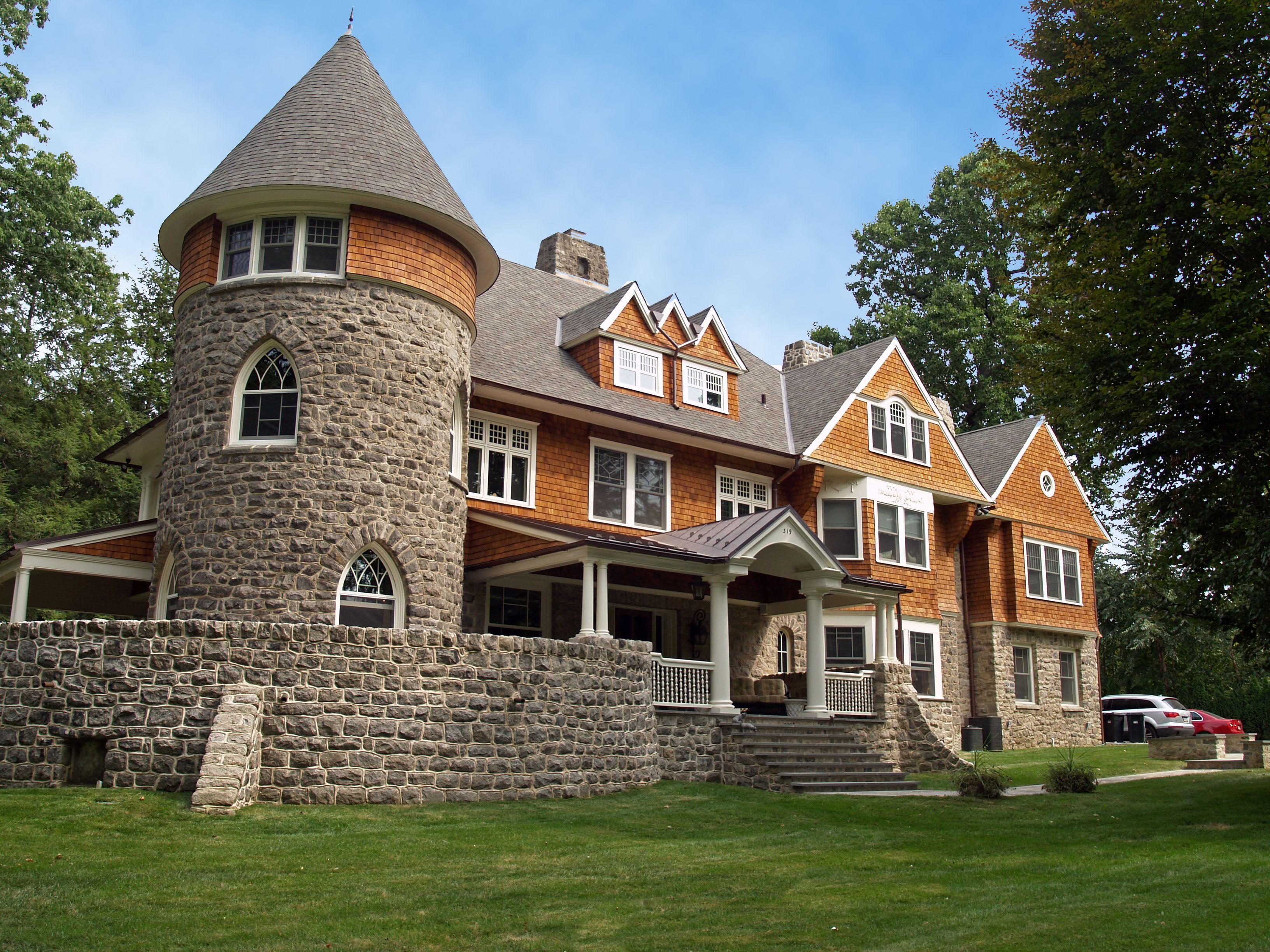 дом замкового типа фото является одним древнейших