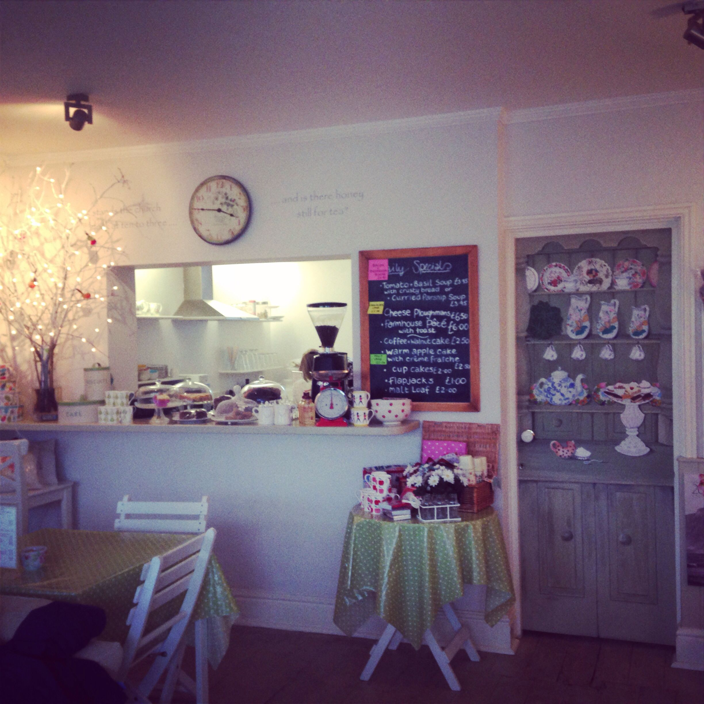 shabby chic cafe | interior ideas | pinterest | cafes, shabby and