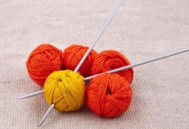 How to Knit in the Round on Straight Needles | Circular ...