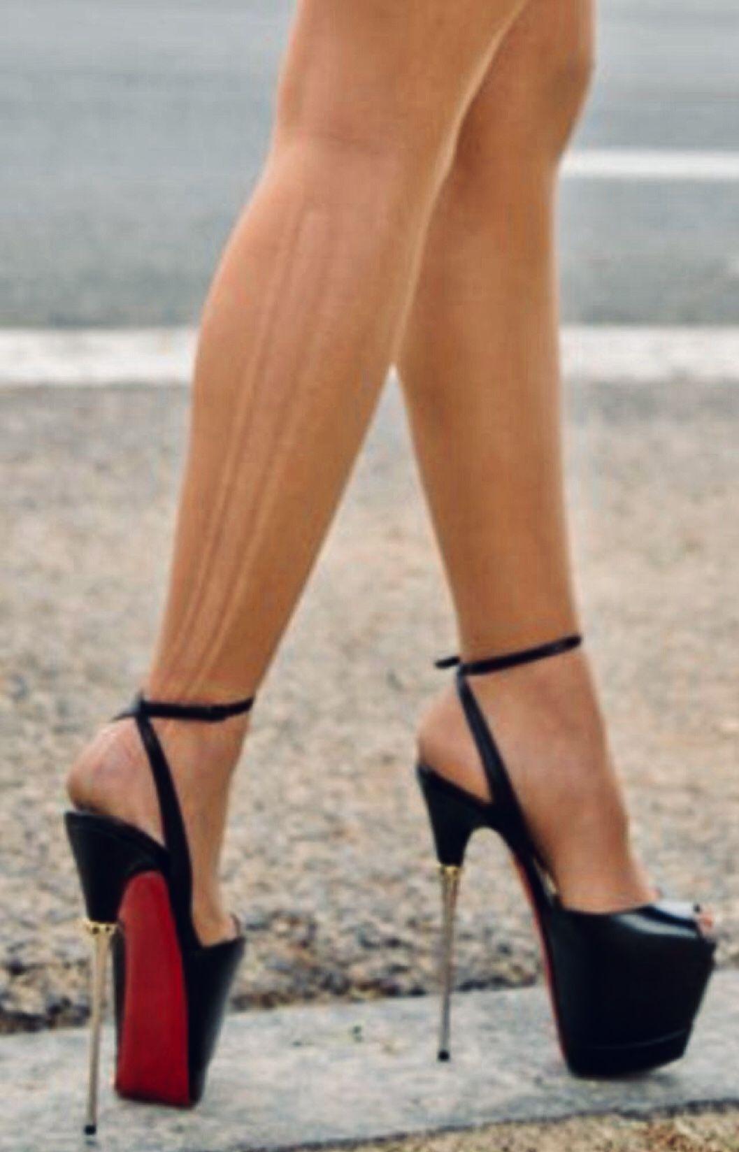Pin su Zapatos de tacones
