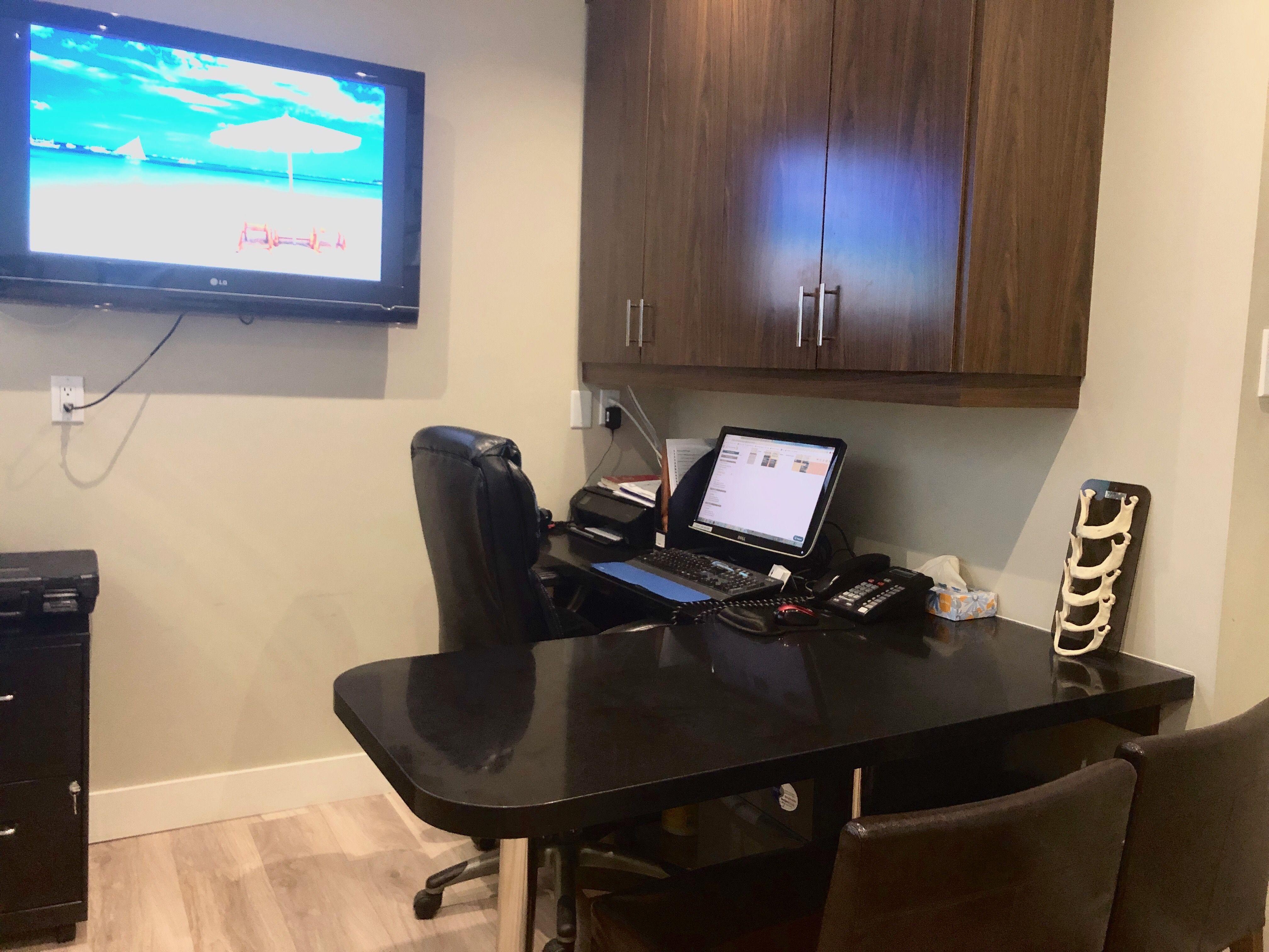 Consultation room at Toronto dentist North Shores Dental