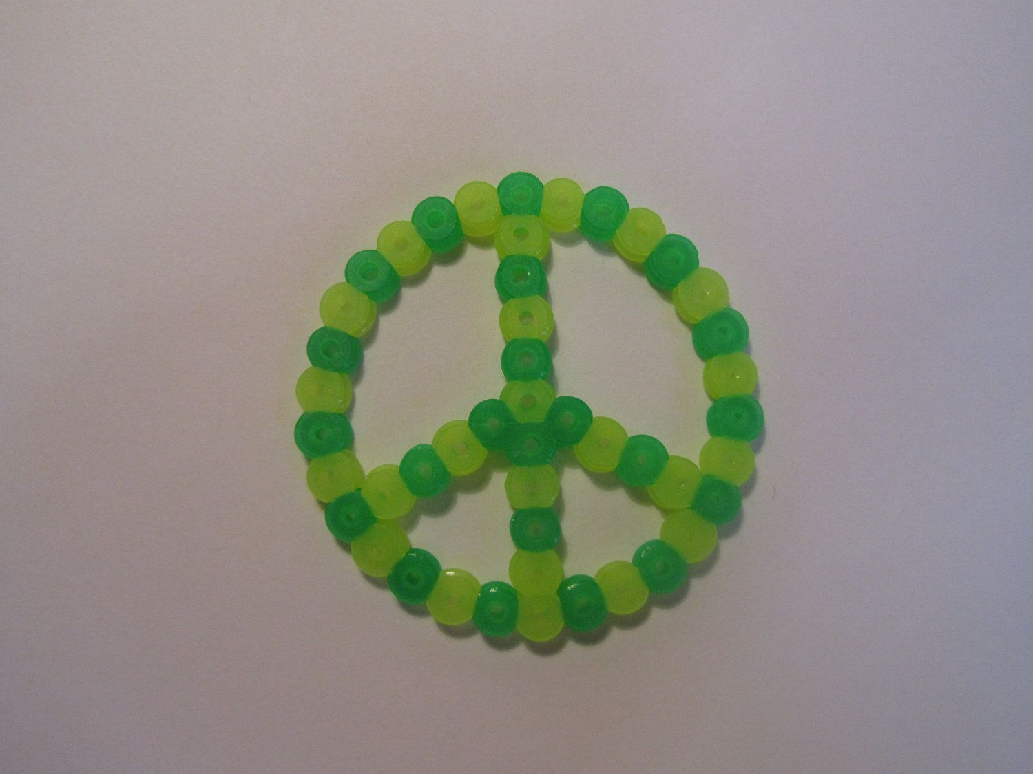 Peace sign perler beads. $2.00, via Etsy. | Perler Pinspiration ...