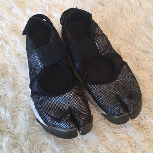 💢Nike split toe sneakers💢 | Sneakers