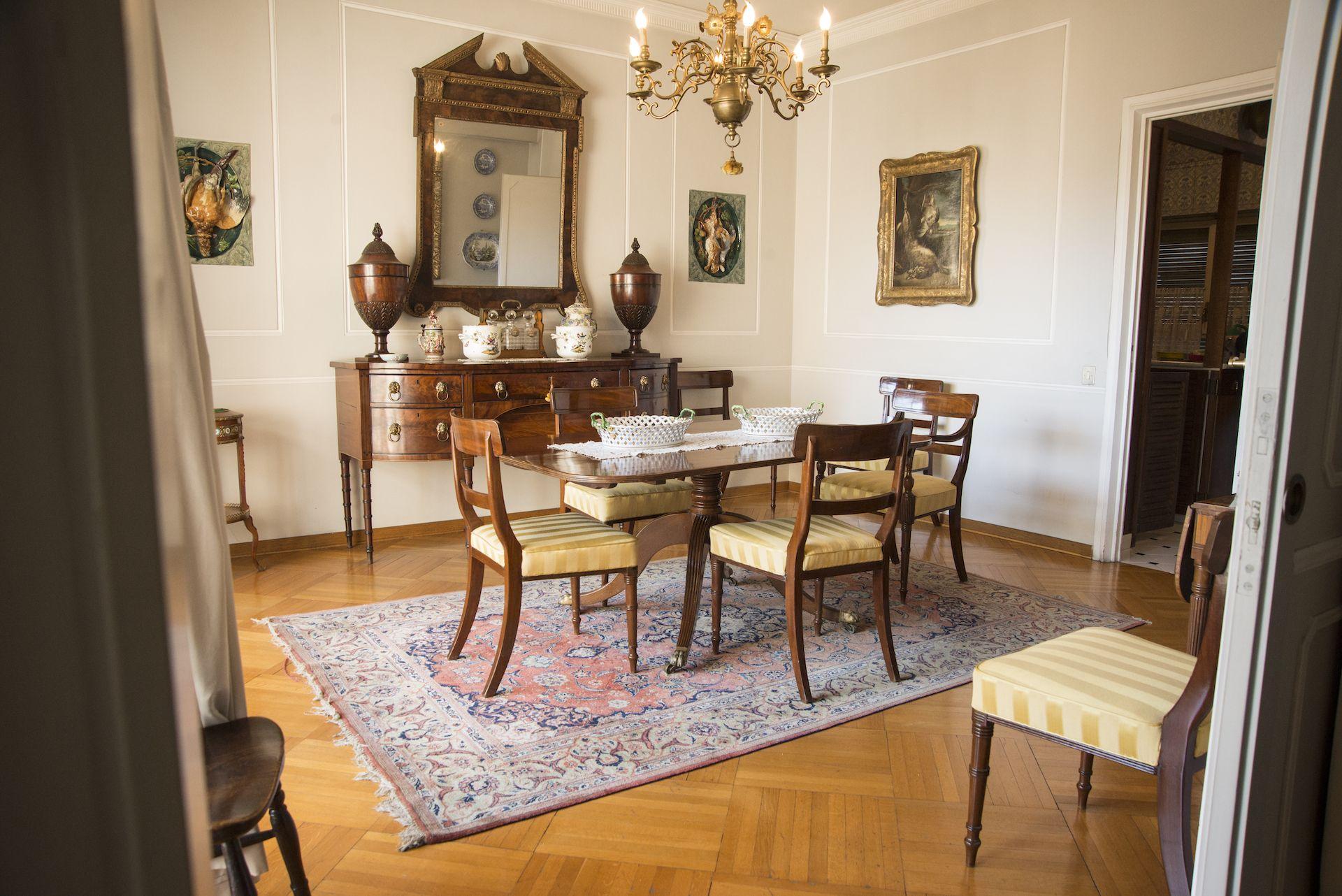 Sala da pranzo inglese d\'epoca Giorgio III, composizione di Laura ...
