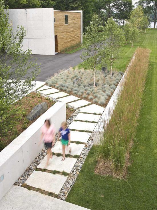 Kleingarten anlegen Ideen Rasenfläche schmal Pflastersteine - vorgarten gestalten mit kies und grasern