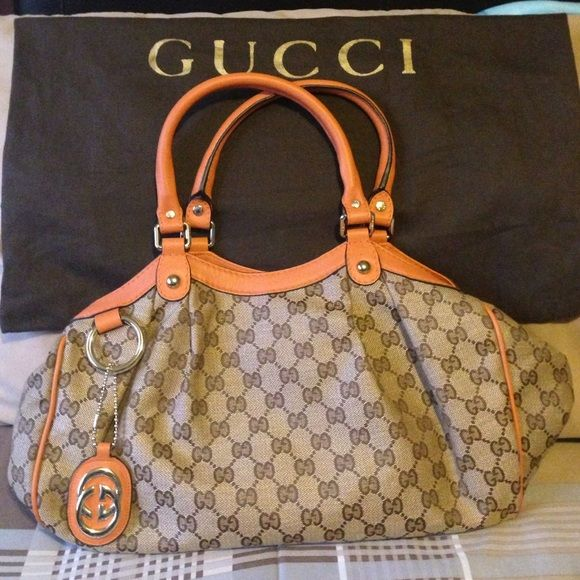 A Gucci shoulder purse A new Gucci purse in great condition never used. Extra pictures if needed just ask. Gucci Bags Shoulder Bags