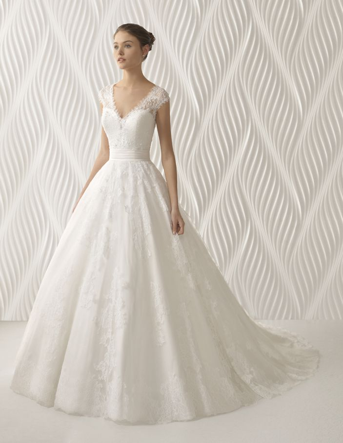 vestidos de novia escote en v corte princesa