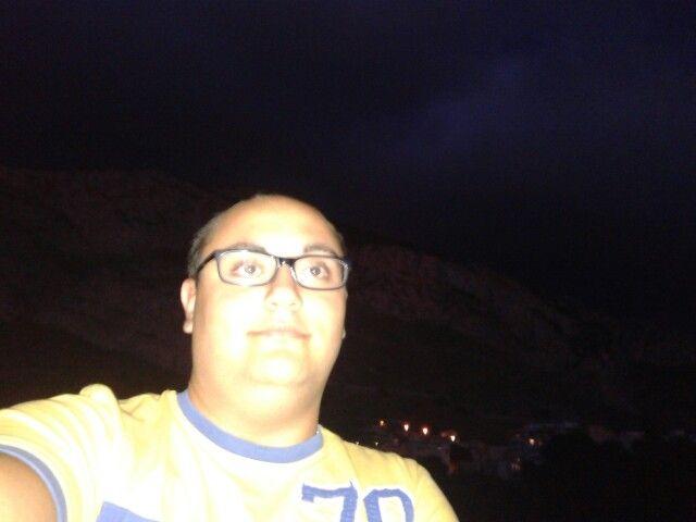 #SelfieNotturno #ACasaDiSofy #YellowTShirt #Panorama #Sbarazzino #Montagne #Followme #InstaMoment  #Night #occhialino #serataacarte