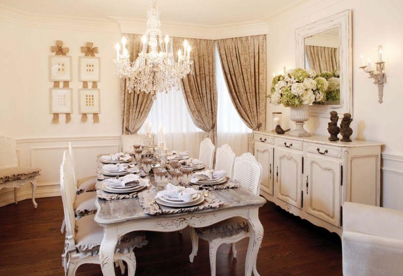 Marqué par le raffinement et le confort, le mobilier de style Louis - salle a manger louis