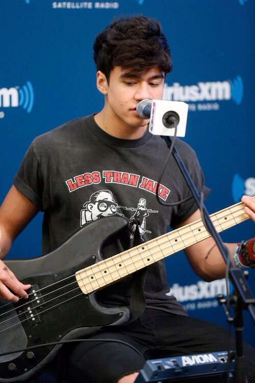 I'm in love with Calum hoods bass Lucy x Does anyone know ...